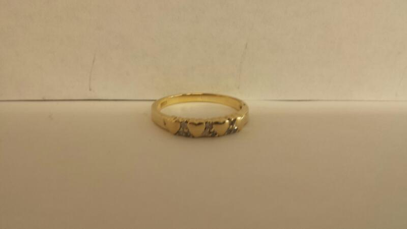 Lady's Diamond Wedding Band 8 Diamonds .08 Carat T.W. 10K Yellow Gold 1.6dwt