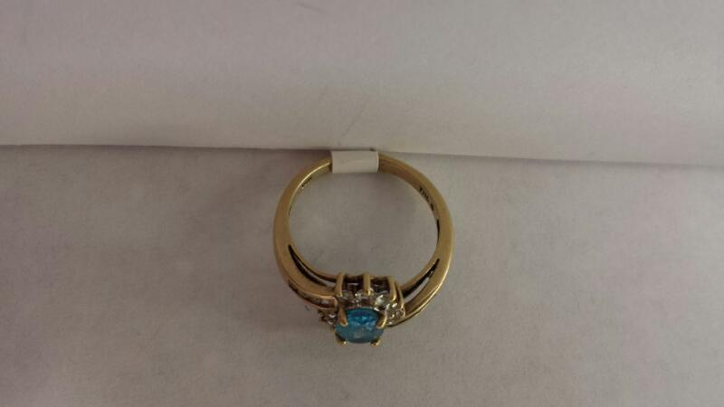 10k Yellow Gold Ring with 1 Aquamarine Stone and 18 Diamond Chips