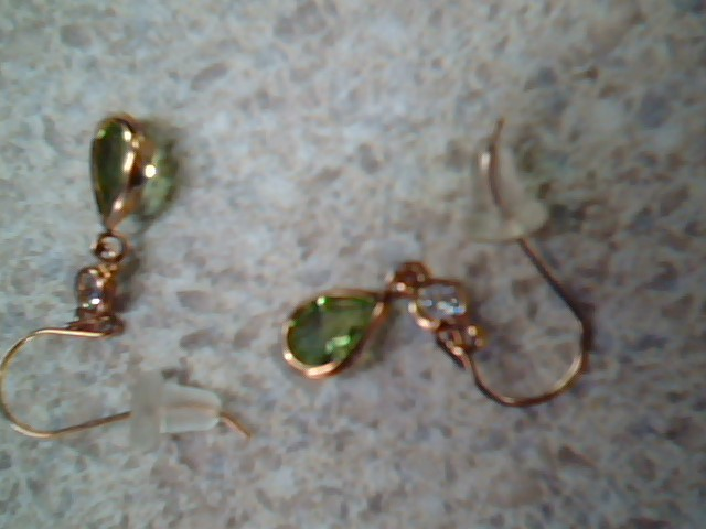 Green Stone Gold-Stone Earrings 10K Yellow Gold 0.6g