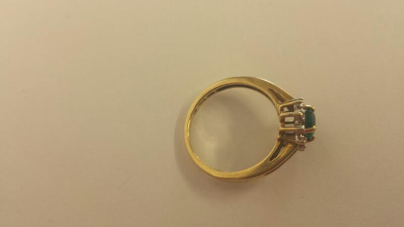 Green Stone Lady's Stone & Diamond Ring 10 Diamonds .10 Carat T.W.
