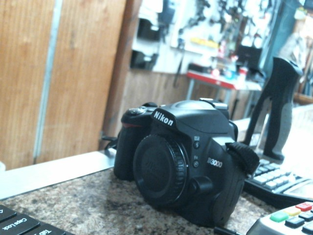 NIKON Digital Camera D3000 18-55 VR KIT