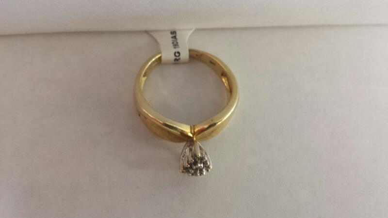 10k Yellow Gold Ring with 19 Diamond Chips