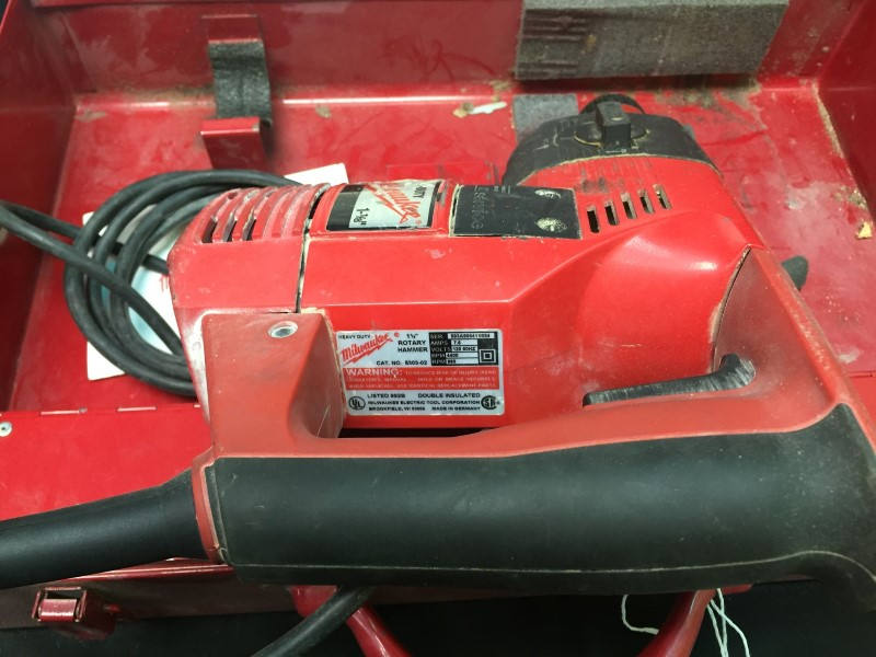 "Milwaukee 5303-02 1-1/8"" Heavy Duty Corded Electric Rotary Hammer Drill w/ bits"