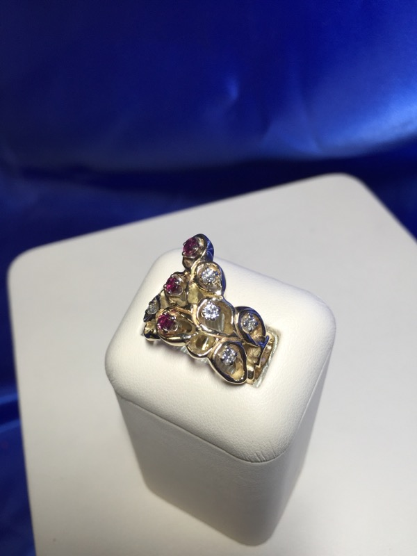 Synthetic Ruby Lady's Stone & Diamond Ring 6 Diamonds .30 Carat T.W.