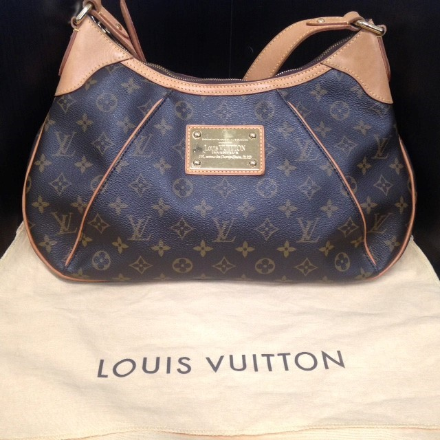 LOUIS VUITTON Handbag THAMES GM