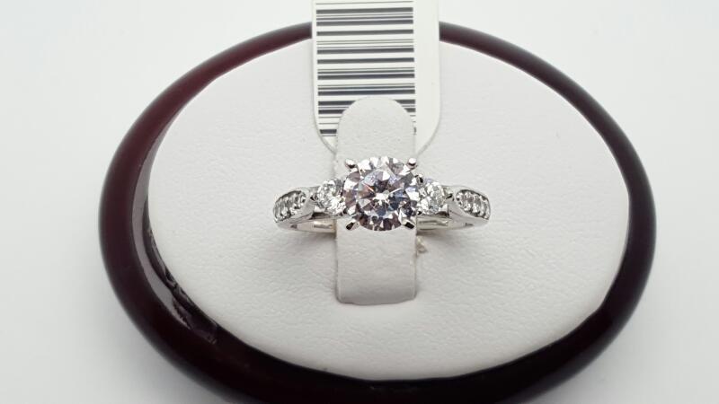 Lady's cz Ring 14K White Gold 3.5g Size:7