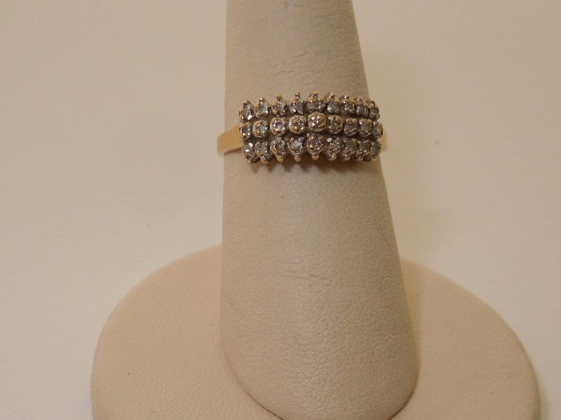 Lady's Diamond Cluster Ring 26 Diamonds .130 Carat T.W. 14K Yellow Gold 2.6g