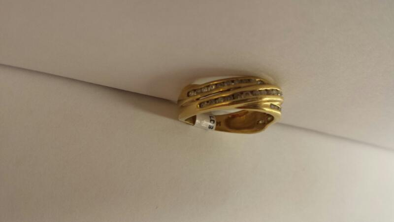 14k Yellow Gold Ring 38 Diamond Chips