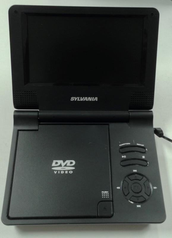 """SYLVANIA PORTABLE RECHARGEABLE 7"""" DVD PLAYER SDVD7014"""