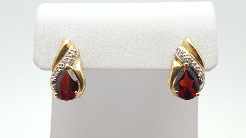 Almandite Garnet Gold-Stone Earrings 10K Yellow Gold 4.1g
