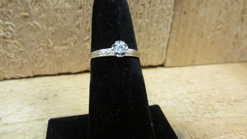 Gent's Diamond Solitaire Ring .05 CT. 10K Yellow Gold 1.2g Size:6