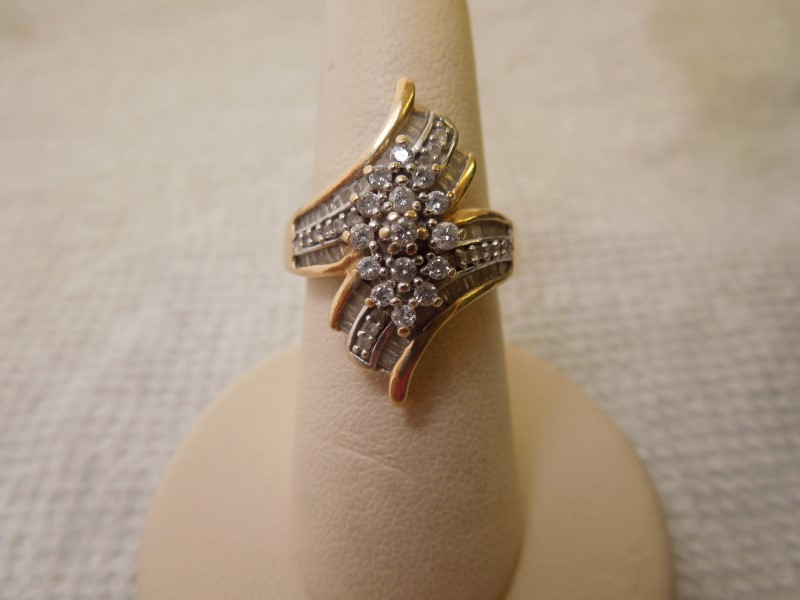 Lady's Diamond Cluster Ring 91 Diamonds 1.06 Carat T.W. 10K Yellow Gold 4.1g