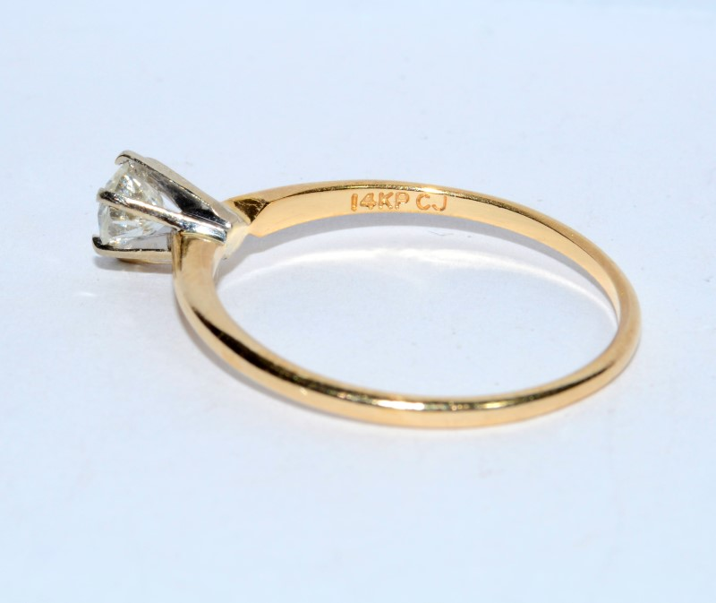 "14K Yellow Gold ""Exquisite"" Round Diamond Solitaire Engagement Ring sz 9.75"