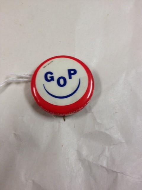 GOP POLITICAL BUTTON