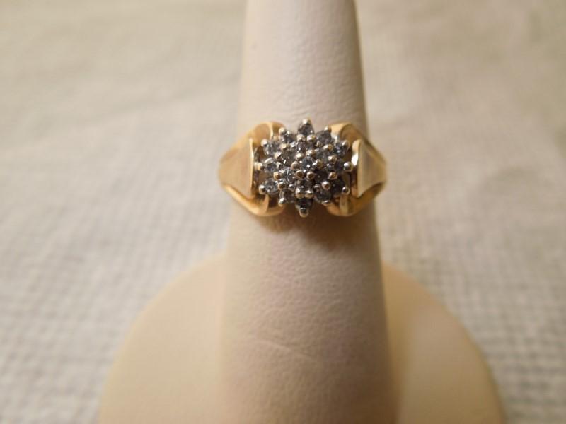 Lady's Diamond Cluster Ring 20 Diamonds .20 Carat T.W. 10K Yellow Gold 3.3g