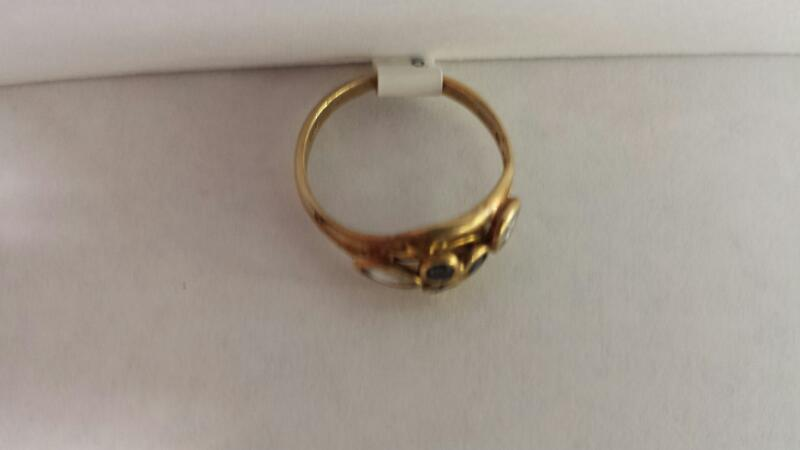 14k Yellow Gold Ring with 3 Blues Stones