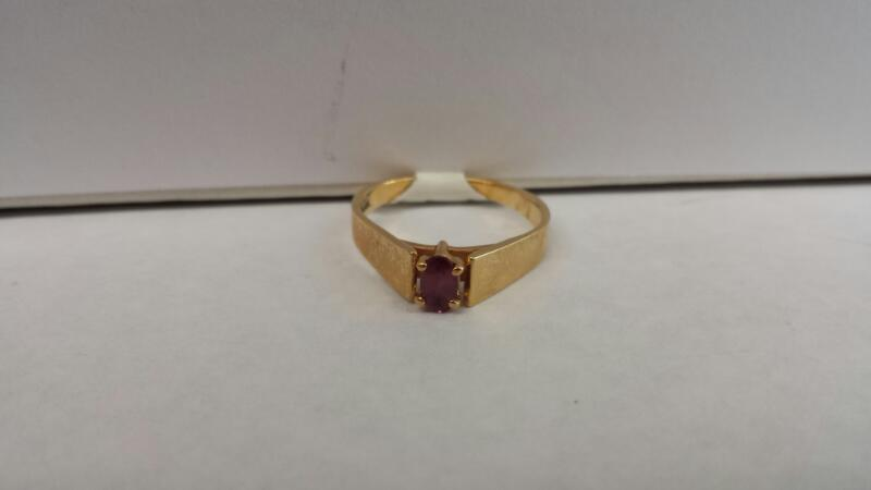 10k Yellow Gold Ring with 1 Purple Stone