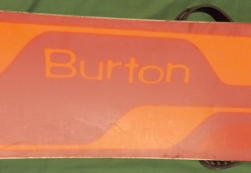 BURTON 45 SNOWBOARD S/N 104609631 WITH BURTON BINDINGS