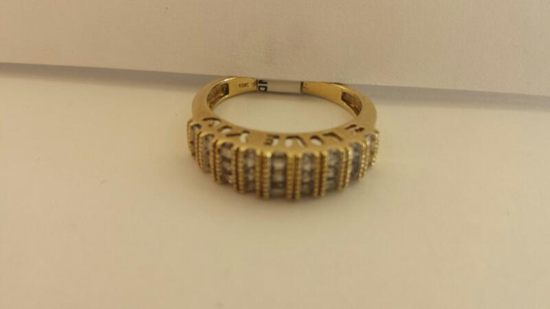 10k Yellow Gold Ring with 15 Baguettes and 12 Diamond Chips