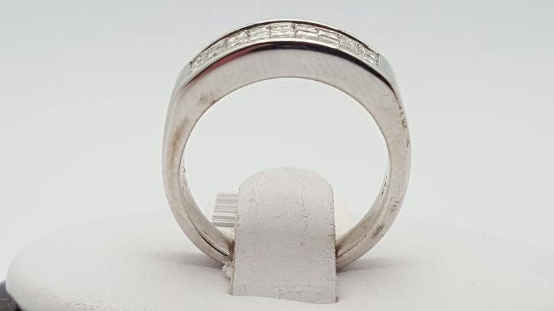 lady's Diamond Cluster Ring 27 Diamonds 1.62 Carat T.W. 14K White Gold 5.9g