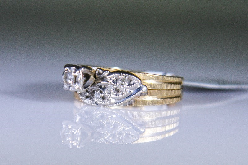 Lady's Diamond Solitaire Ring 5 Diamonds .09 Carat T.W. 10K Yellow Gold 3.5g