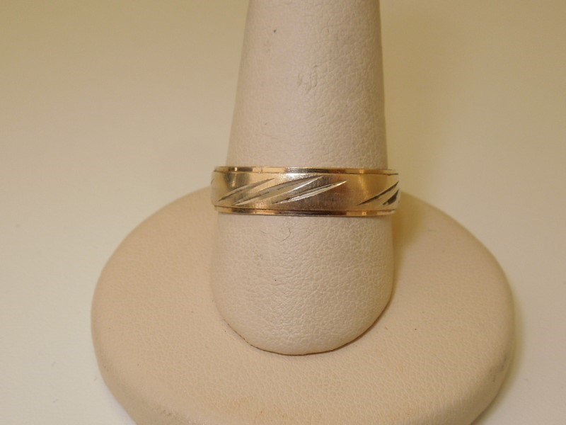 Lady's Gold Wedding Band 10K Yellow Gold 2.8g Size:10