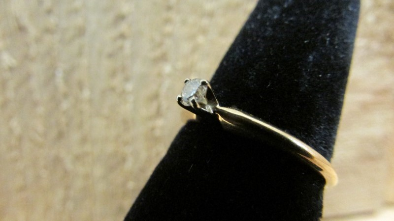 Lady's Diamond Solitaire Ring 0.1 CT. 14K Yellow Gold 1.6g