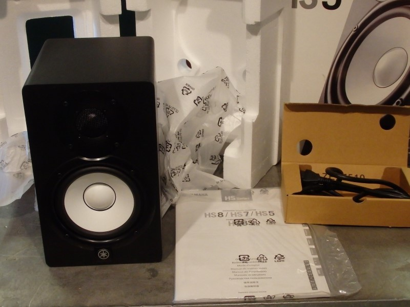 YAMAHA Speakers/Subwoofer HS5