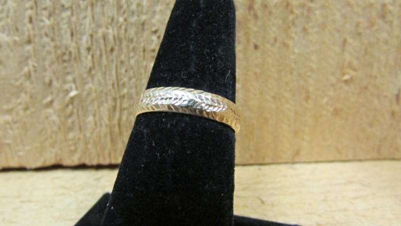 Lady's Gold Ring 10K Yellow Gold 0.7g Size:7.5