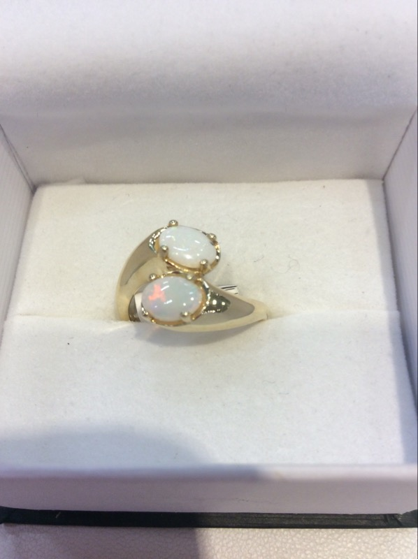 Opal Lady's Stone Ring 14K Yellow Gold 3.5g