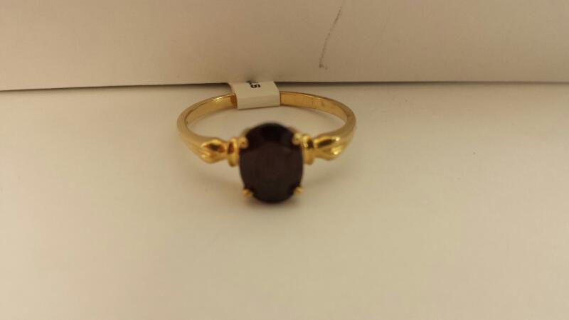 10k Yellow Gold Ring with 1 Red Stone