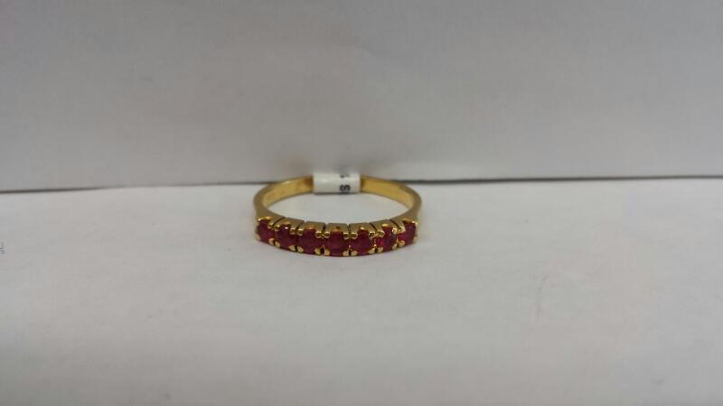 18k Yellow Gold Ring with 7 Red Stones