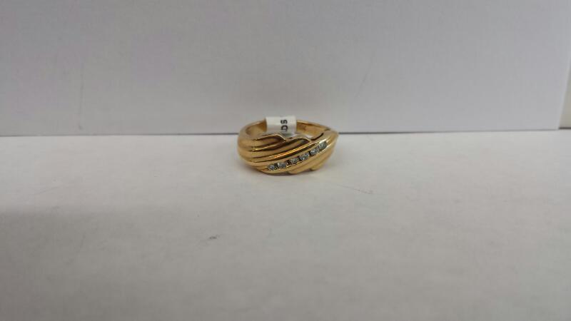 14k Yellow Gold Ring with 6 Diamond Chips