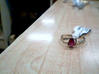 Red Stone Lady's Stone Ring 10K Yellow Gold 1.8g