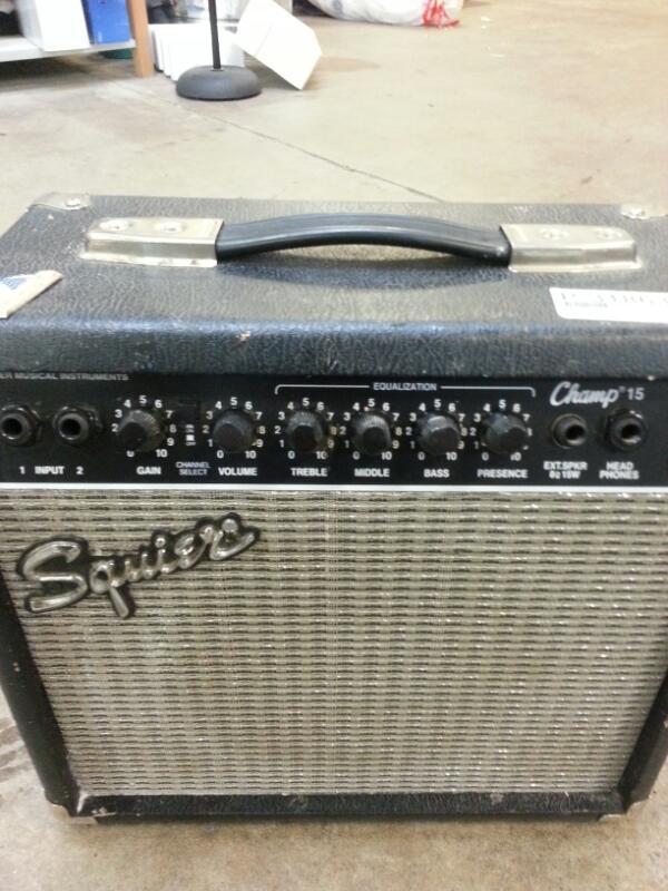 FENDER Electric Guitar Amp SQUIER CHAMP 15 PR-408