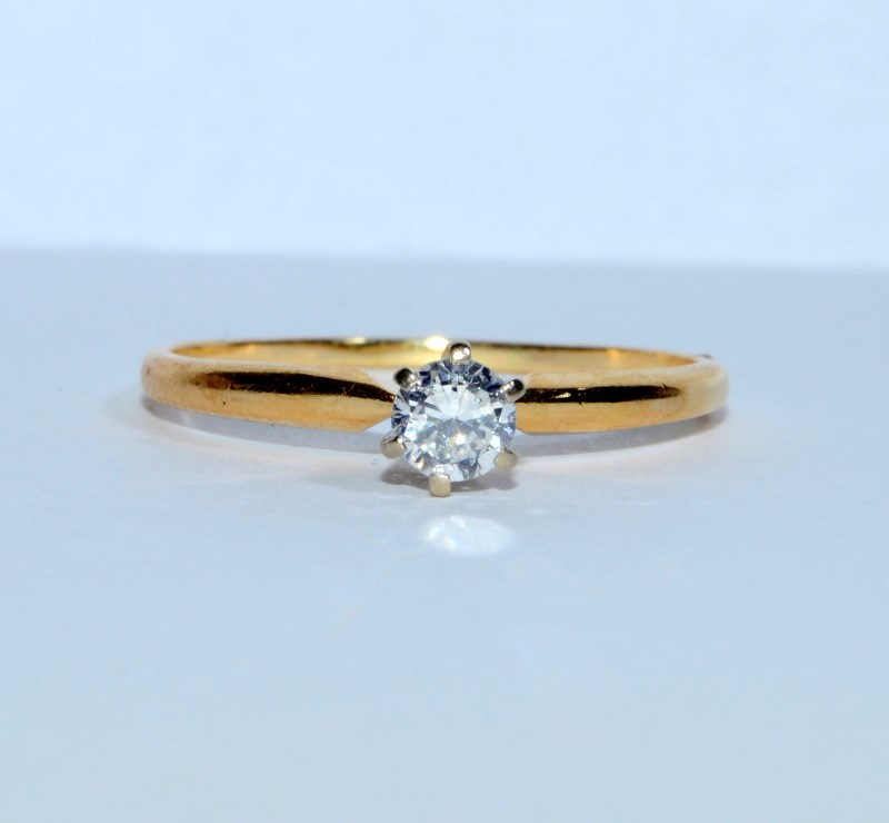 Lady's Diamond Solitaire Ring .24 CT. 14K Yellow Gold 1.73g Size:9