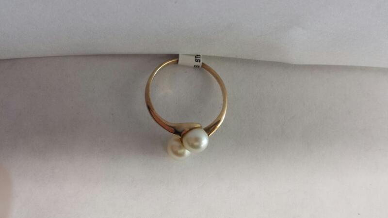 14k Yellow Gold Ring with 2 Pearls