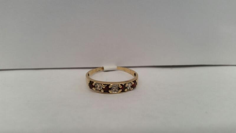 10k Yellow Gold Ring with 4 Red Stones