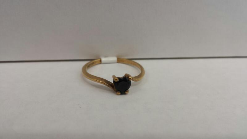 10k Yellow Gold Ring with 1 Black Heart Stone