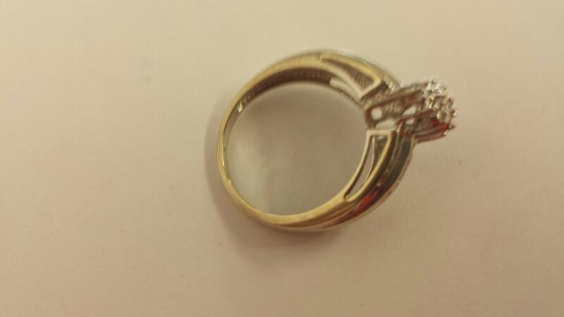 Lady's Diamond Cluster Ring 10 Diamonds .10 Carat T.W. 14K White Gold 2.8dwt