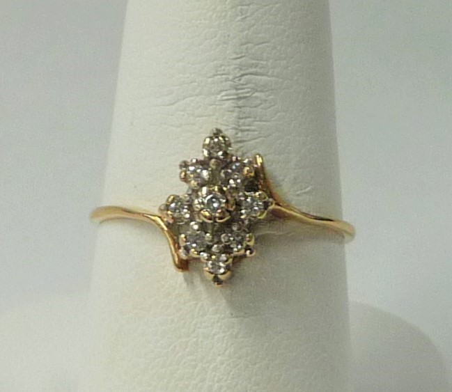 Lady's Diamond Cluster Ring 9 Diamonds .27 Carat T.W. 10K Yellow Gold 0.92dwt