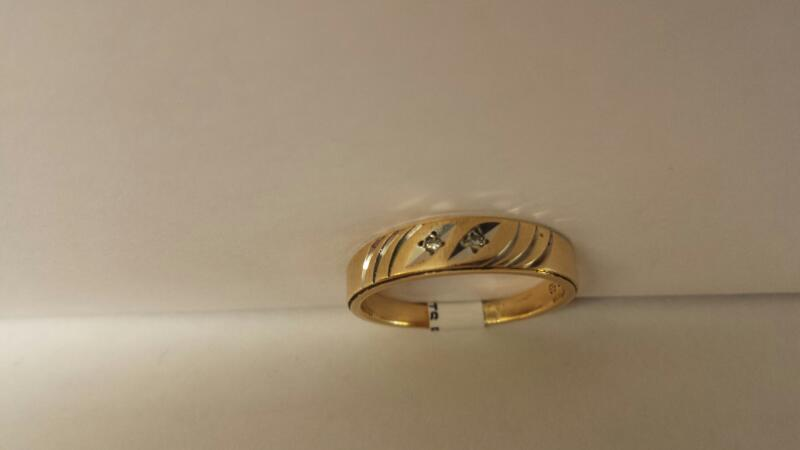 14k Yellow Gold Ring with 2 Diamond Chips