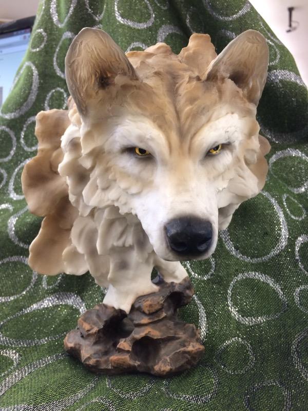 Sculpture/Carving WOLF SCULPTURE