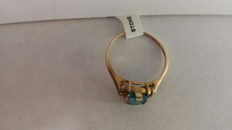 10k Yellow Gold Ring with 1 Aquamarine Stone and 2 Diamond Chips