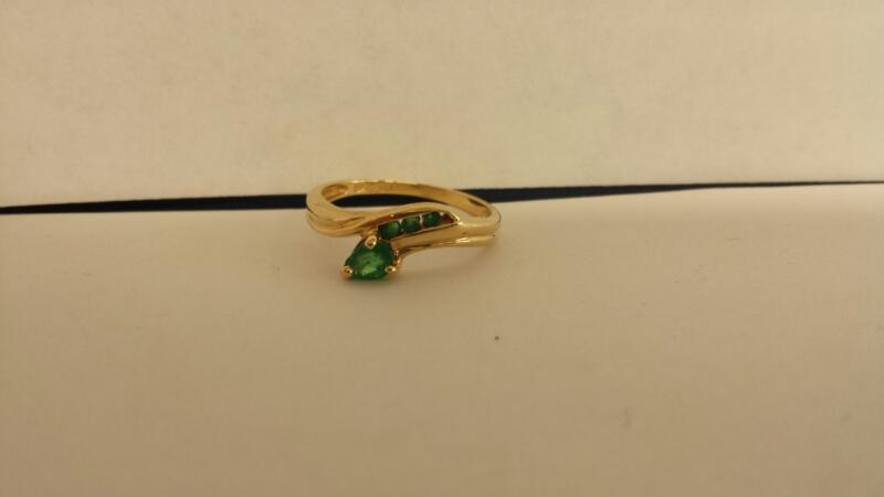 Green Stone Lady's Stone Ring 10K Yellow Gold 1dwt Size:6