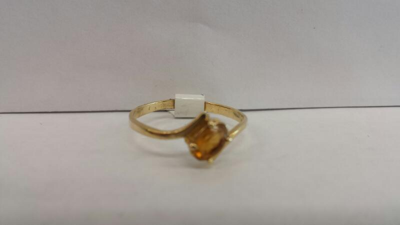 14k Yellow Gold Ring with Orange Stone