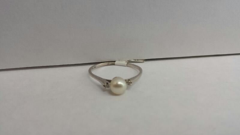14k White Gold Ring with 1 Pearl