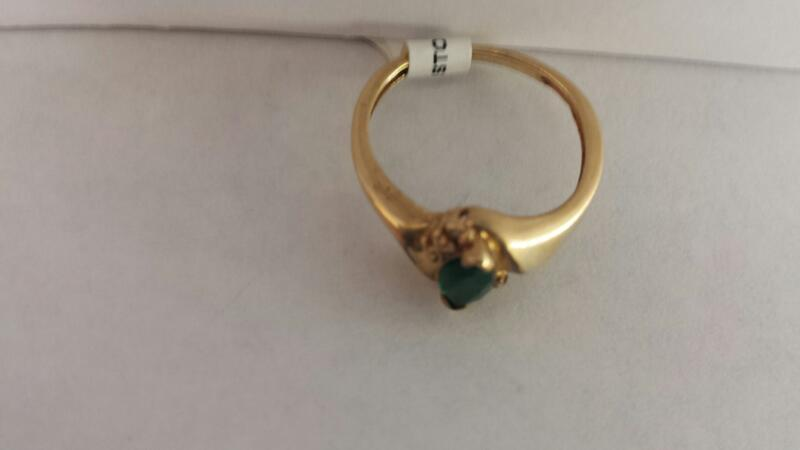 10k Yellow Gold Ring with 1 Green Stone and 2 Diamond Chips