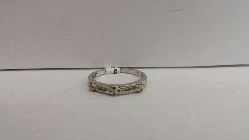 10k White Gold Ring with 6 Diamond Chips