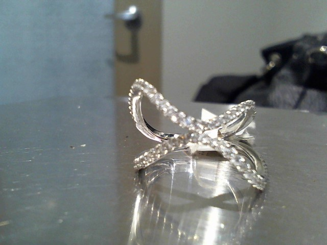 Lady's Gold Ring 18K White Gold 4.7g
